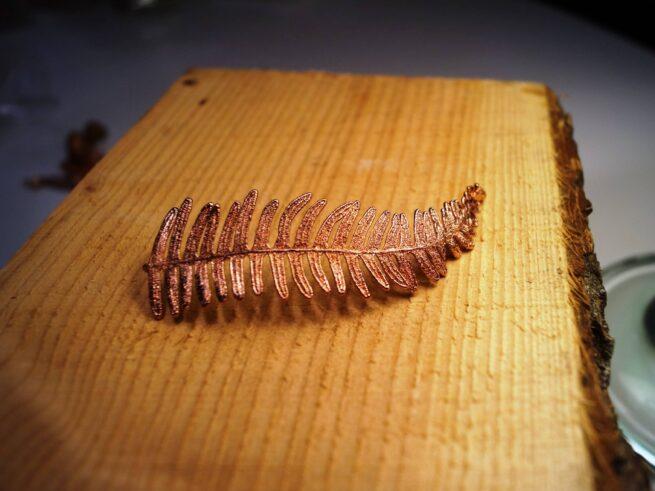 Bregneblad i kobber til armbånd